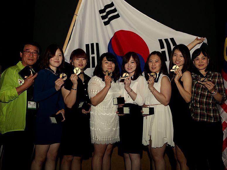 2013WCWomensTeamGoldMedalKorea2XXL.jpg