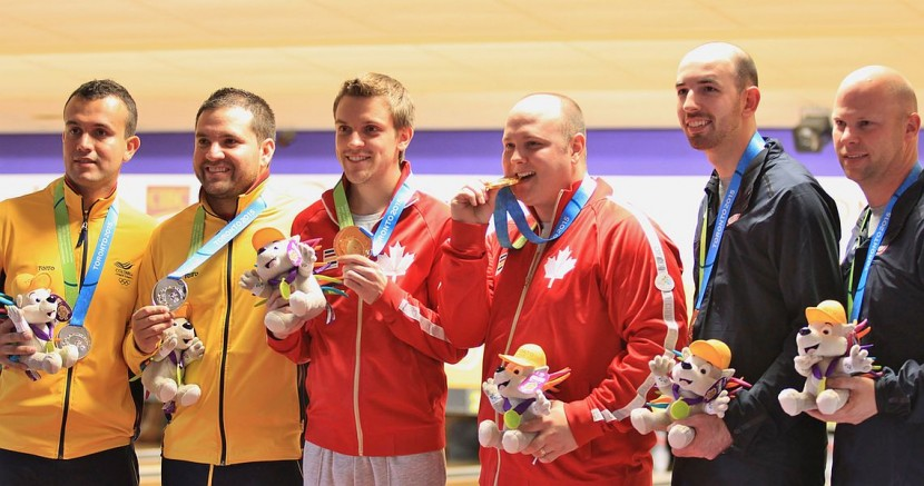 Lavoie, MacLelland shatter five records; cruise to Men's Doubles gold