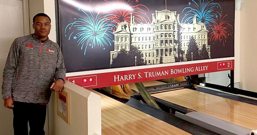 PBA World Champion Gary Faulkner Jr. visits White House Lanes