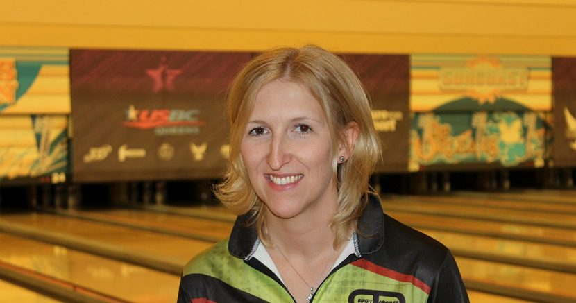 Germany's Birgit Pöppler top qualifier for 2016 USBC Queens