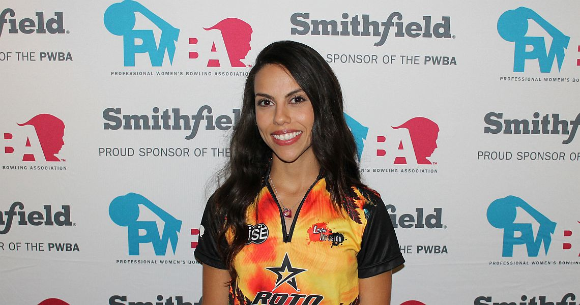 Rocio Restrepo grabs lead at PWBA Lexington Open