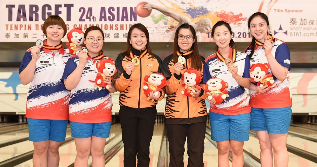 2016 Asian Championships Women's Doubles medalists - from left, Baek Seung Ja & Jung Da Wun (Korea; 2nd), Sin Li Jane & Esther Cheah (Malaysia; 1st) and Jeon Eun Hee & Kim Min Hee (Korea; 3rd).