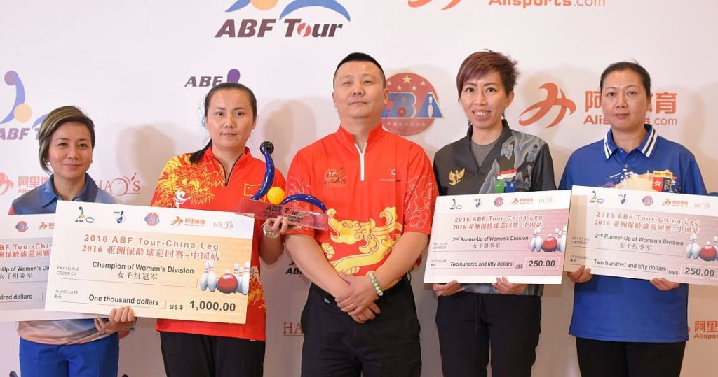 From left to right, Putty Armein, Yang Liyan, Zhu Shenwei (CEO Hao's Bowling), Novie Phang and Chan Shuk Han.