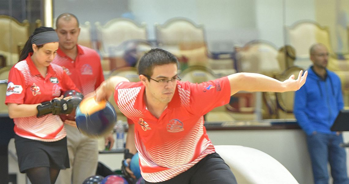 Strong finish propels Costa Rica's Rodolfo Madriz into the lead in Qatar