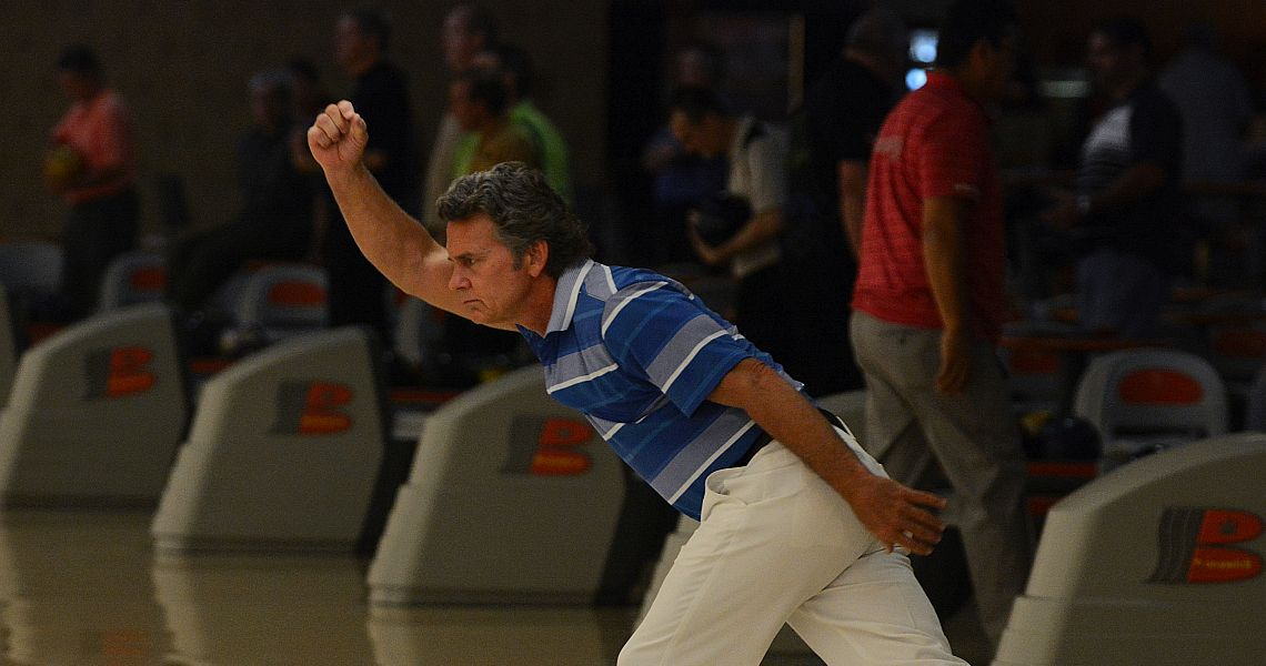 Brian Voss takes first round lead in PBA50 Race City Open