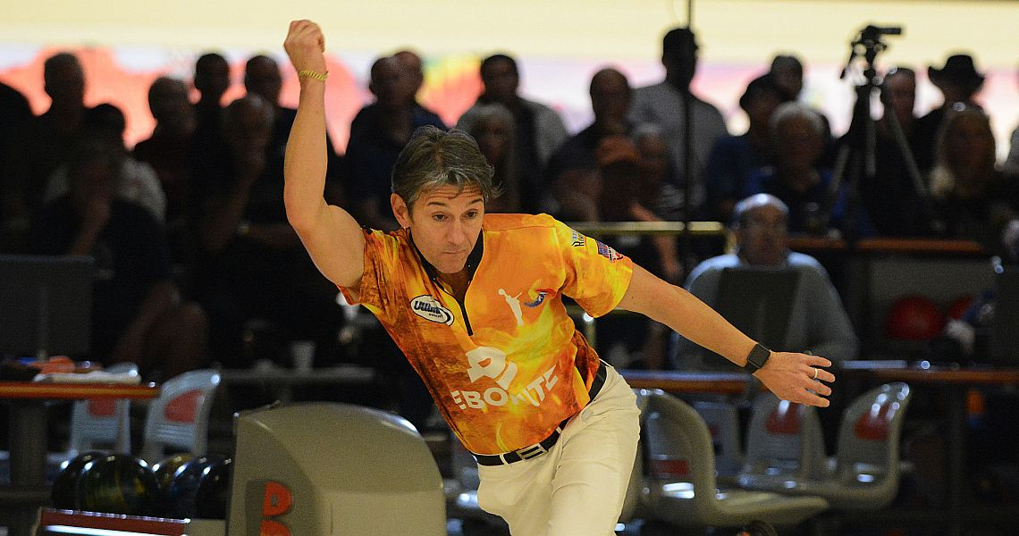 Defending champion Amleto Monacelli takes first round lead in Brentwood