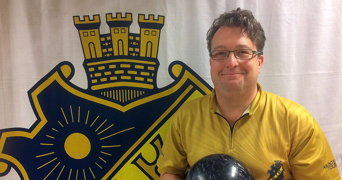 AIK tournament director Ian Robinson sets the tone in Squad 7