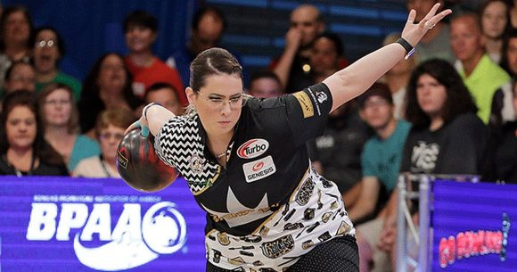 Liz Kuhlkin leads, Rocio Restrepo bounces back at PWBA Twin Cities Open